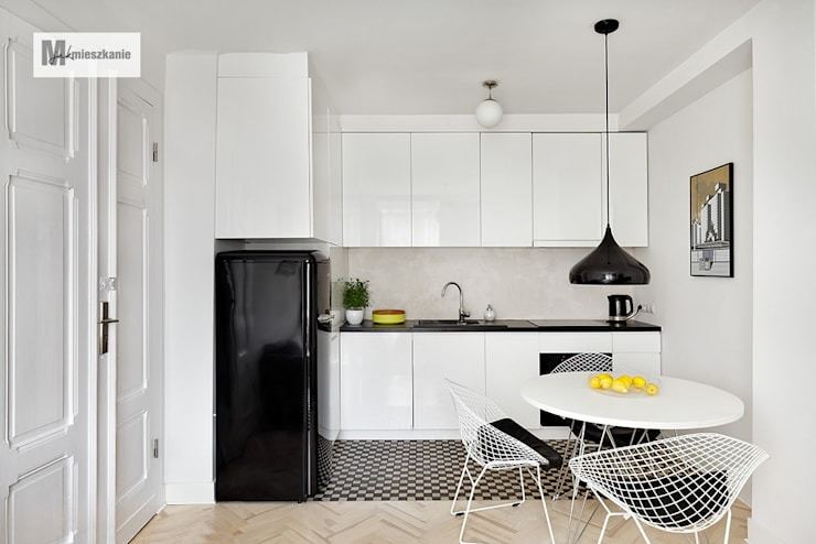 Cocinas de estilo moderno por dziurdziaprojekt