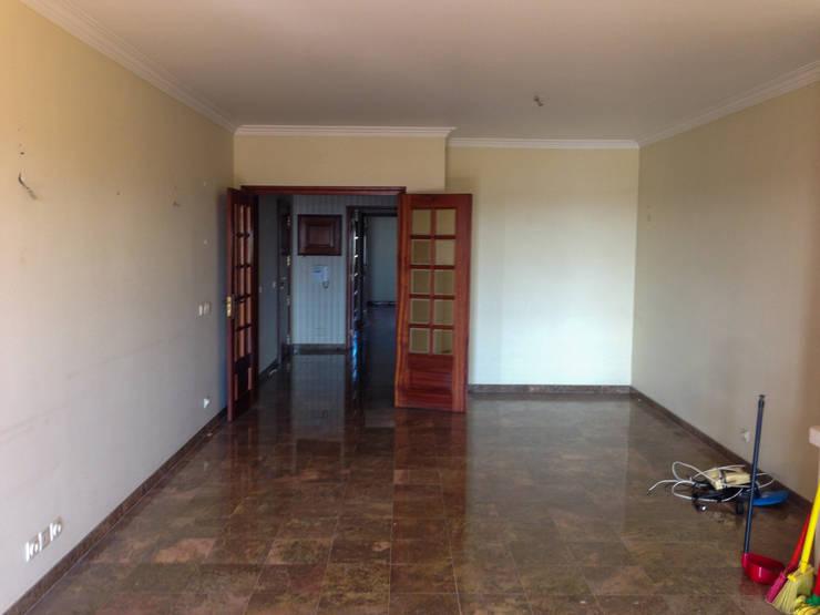 Sala de Estar - Antes:   por Commerzn - service provider