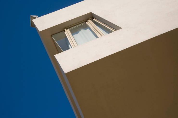 Detalle Exterior 02: Casas de estilo  por Poggi Schmit Arquitectura,Moderno