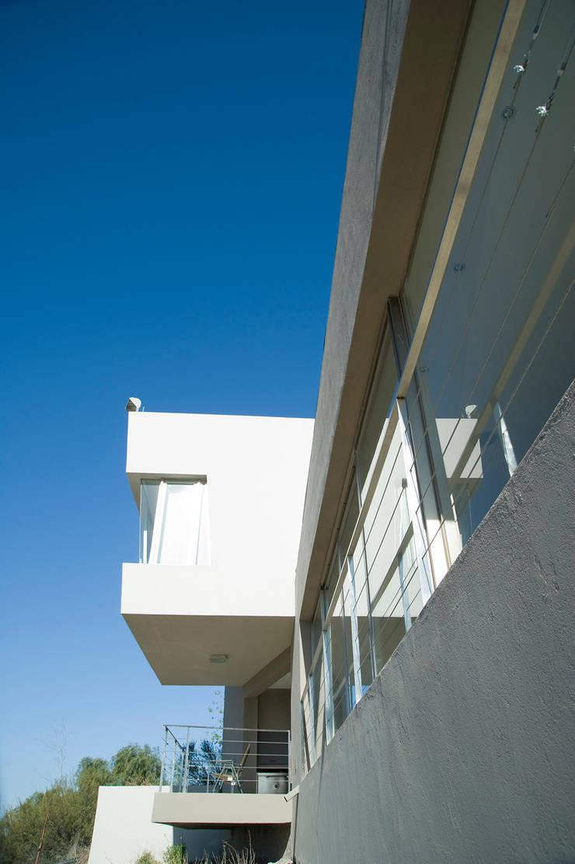 Detalle Exterior 03: Casas de estilo  por Poggi Schmit Arquitectura,Moderno