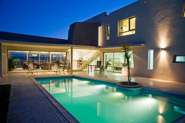 Vista desde Patio 03: Casas de estilo  por Poggi Schmit Arquitectura