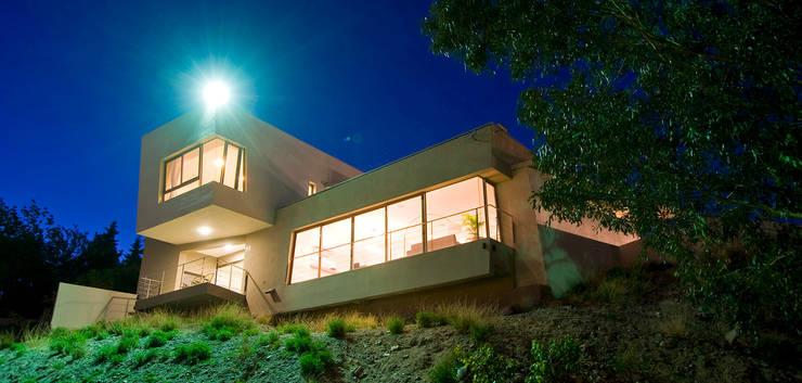 Maisons de style de style Moderne par Poggi Schmit Arquitectura