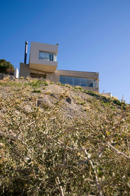 Fachada Principal: Casas de estilo  por Poggi Schmit Arquitectura,Moderno