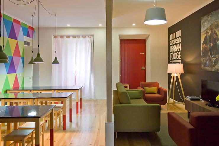 living and dining room: Salas de estar rústicas por ARCO mais - arquitectura e construção