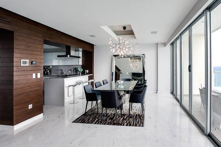 Pent-house LAHIA: Comedores de estilo  por Art.chitecture, Taller de Arquitectura e Interiorismo 📍 Cancún, México.