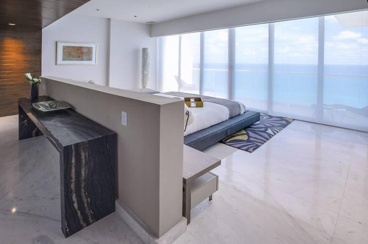 Pent-house LAHIA: Recámaras de estilo  por Art.chitecture, Taller de Arquitectura e Interiorismo 📍 Cancún, México.