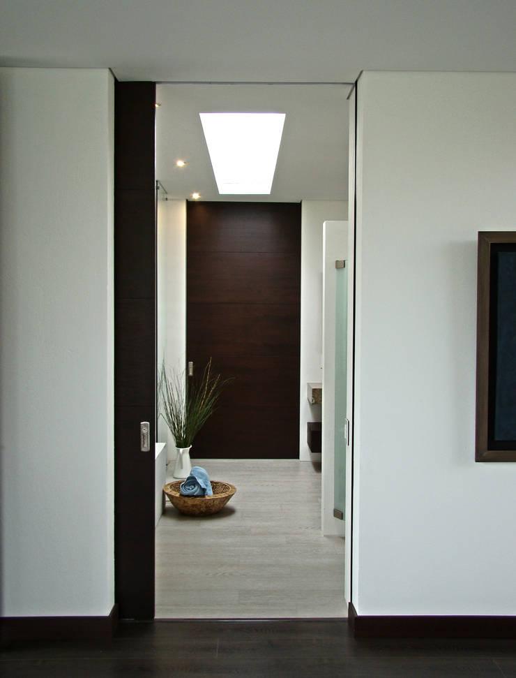 Casa del Portico: Baños de estilo  por David Macias Arquitectura & Urbanismo