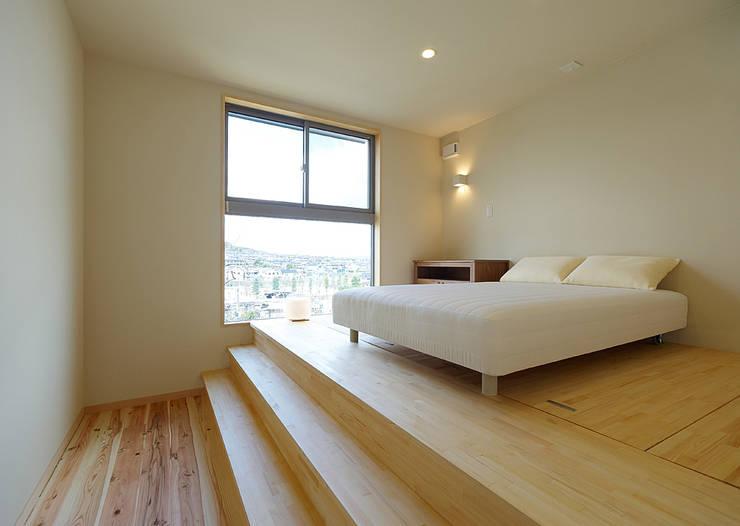 eclectic Bedroom by coil松村一輝建設計事務所