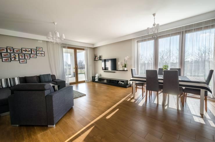 Living room by Biuro Projektów MTM Styl - domywstylu.pl