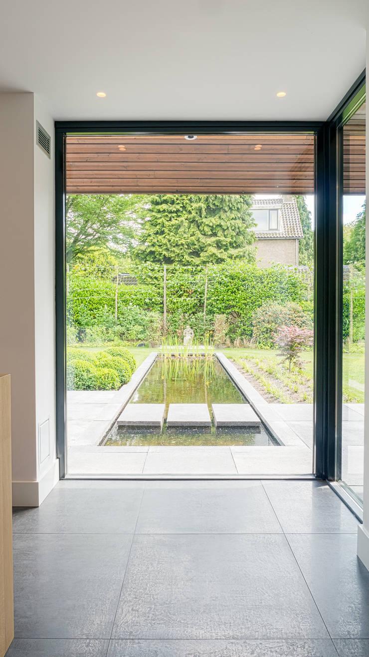 Renovatie en verbouwing villa in Ruitersbos te Breda:  Keuken door Joep van Os Architectenbureau