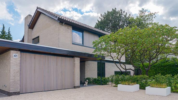 Renovatie en verbouwing villa in Ruitersbos te Breda:  Huizen door Joep van Os Architectenbureau