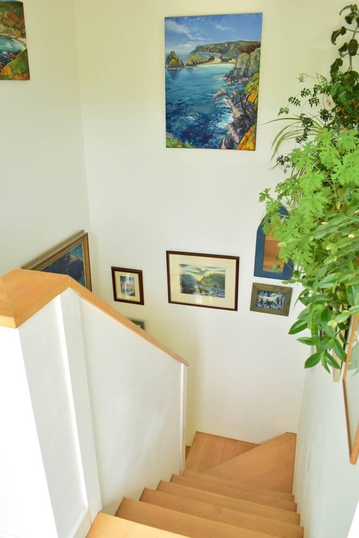 Corridor & hallway by Innes Architects