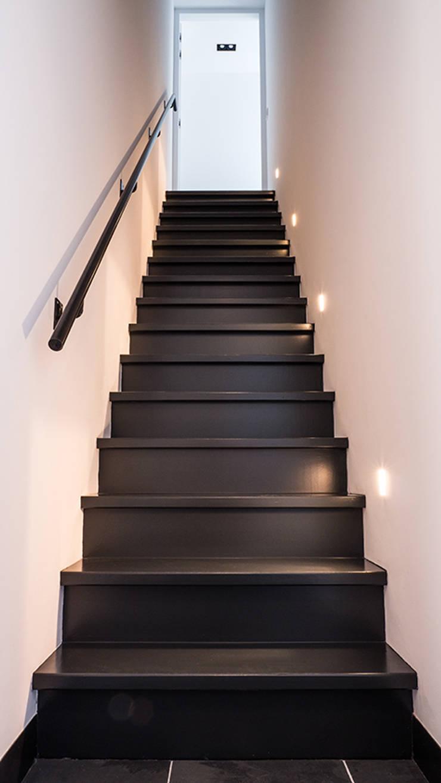 Couloir et hall d'entrée de style  par Joep van Os Architectenbureau,