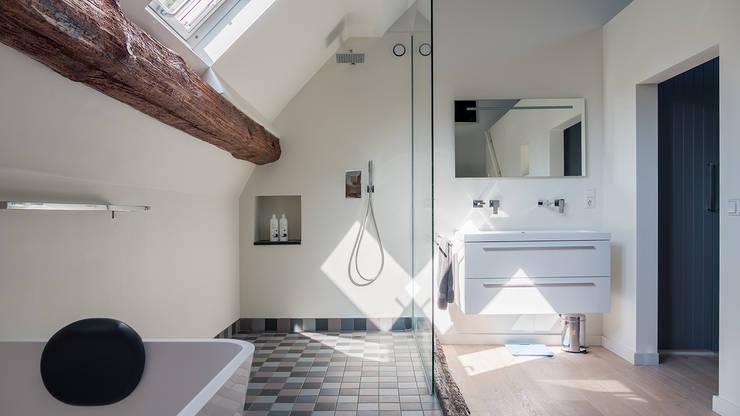 Badkamer In Slaapkamer : Herindeling woonboerderij met behoud van oude spanten luxe