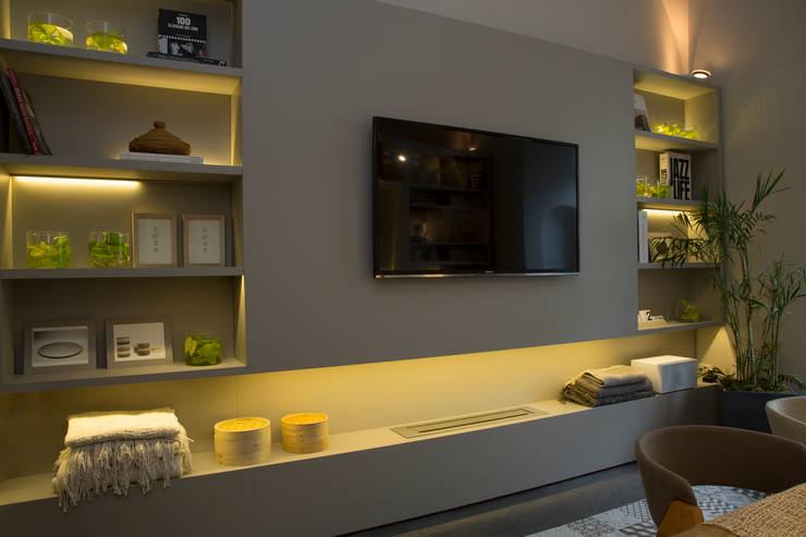 Vista mueble TV: Comedores de estilo  por Estudio de iluminación Giuliana Nieva