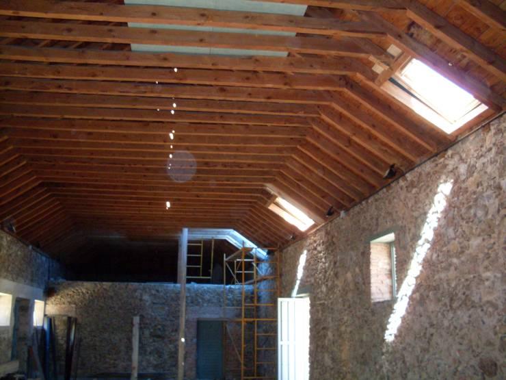Reparación de tejado de pizarra en Segovia: Tejados a dos aguas de estilo  de Recasa  S.L.