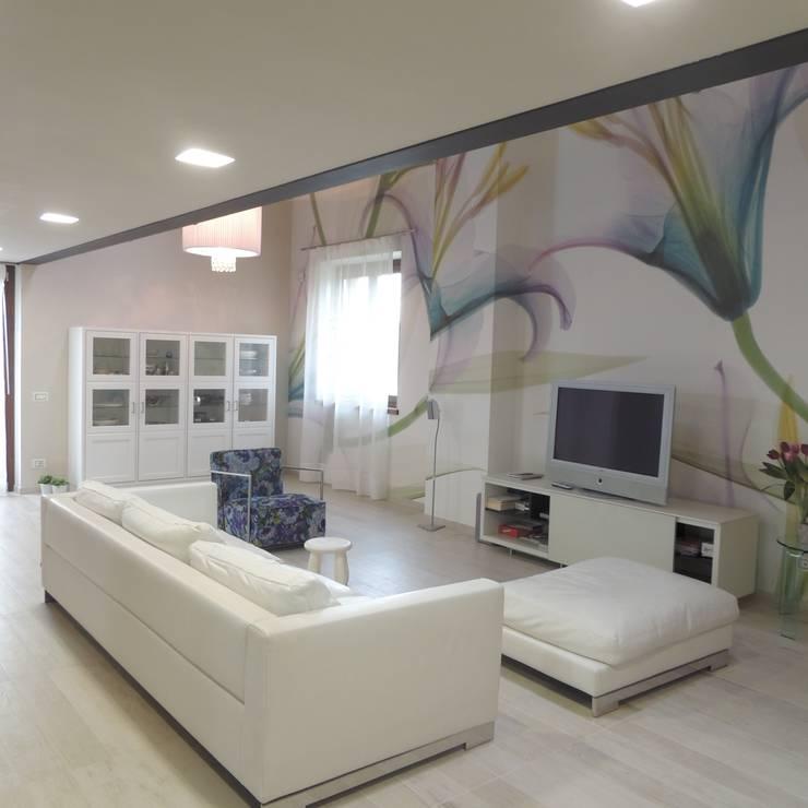 Altra veduta del soggiorno: Soggiorno in stile in stile Moderno di Nadia Moretti
