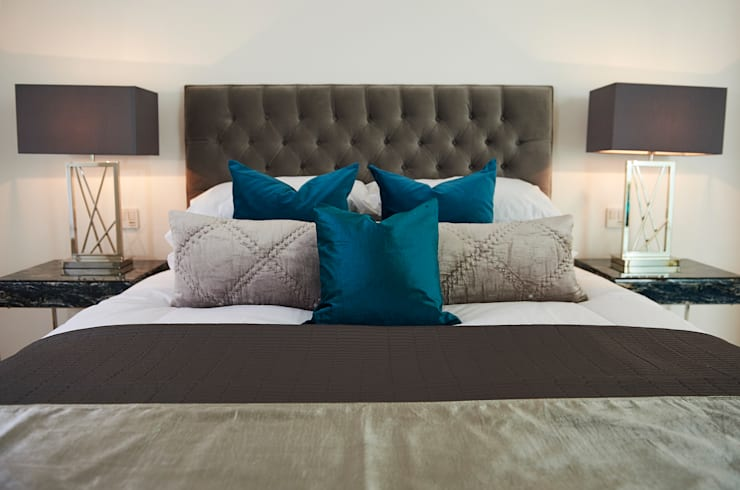 Mews House Notting Hill:  Bedroom by Yohan May Design