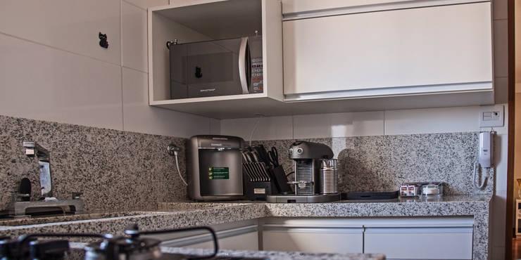 Apartamento Mnl: Cozinhas modernas por canatelli arquitetura e design