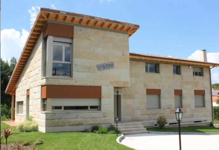 GALERÍA Casas modernas de DELFIN Moderno
