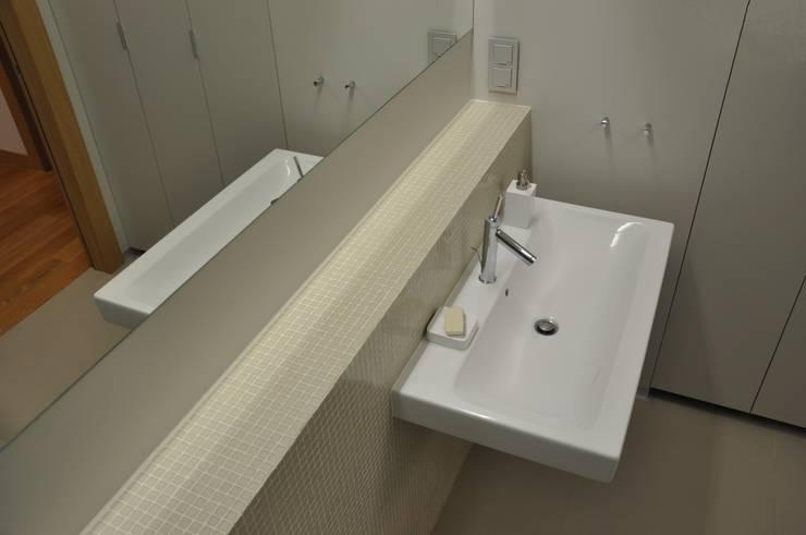 Mieszkanie na Służewcu: styl , w kategorii Łazienka zaprojektowany przez BFArchitekt