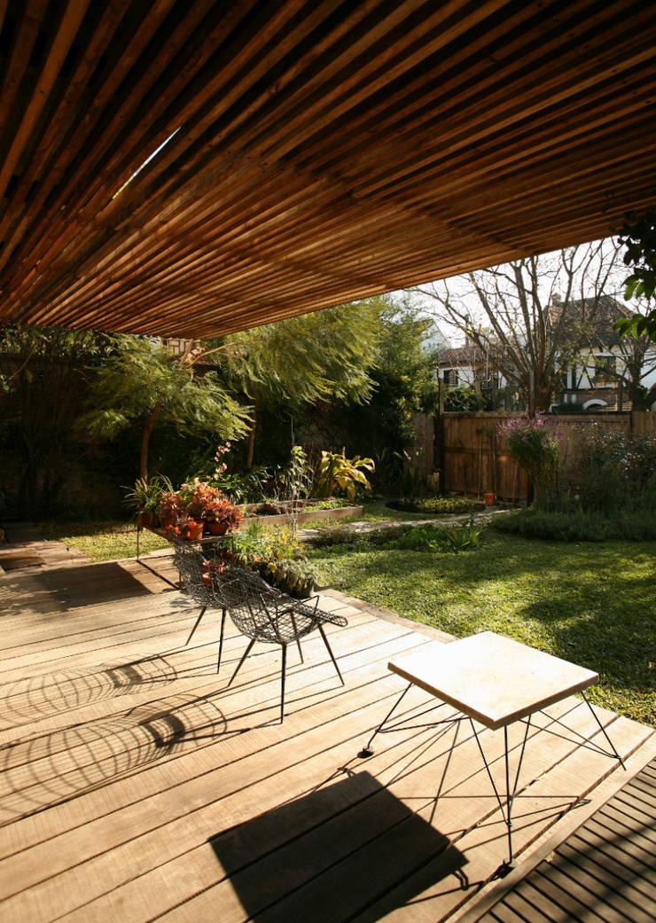 Casa OLIVOS: Terrazas de estilo  por Arquitecto Alejandro Sticotti