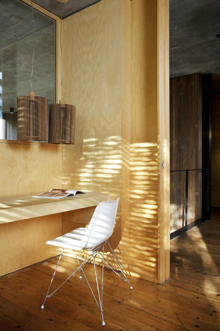 Casa OLIVOS: Estudios y oficinas de estilo  por Arquitecto Alejandro Sticotti