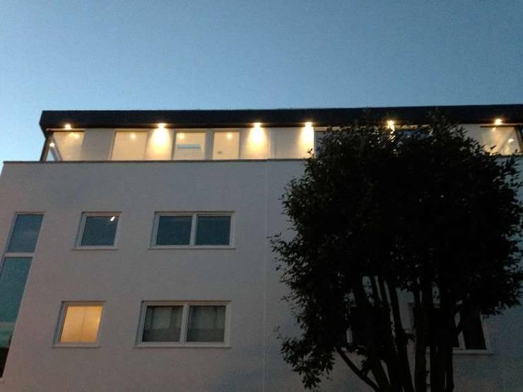 Casas de estilo  por Boutique Modern Ltd, Moderno