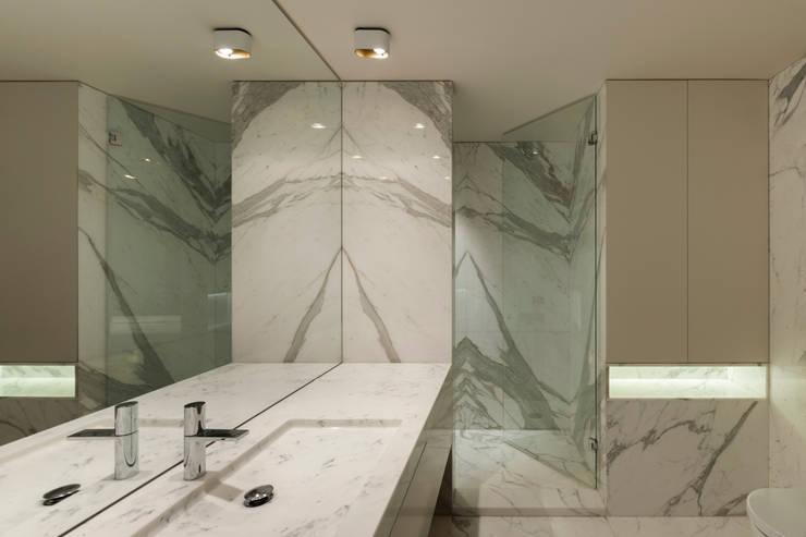 Baños de estilo moderno de ABPROJECTOS Moderno