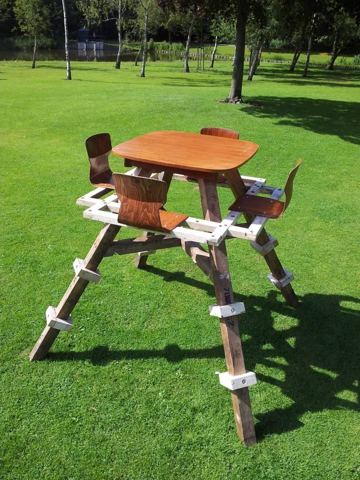 Hoge Picknick Tafel:  Tuin door Studio Made By