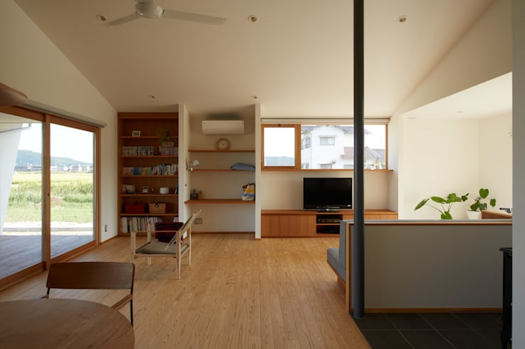 Living room by toki Architect design office