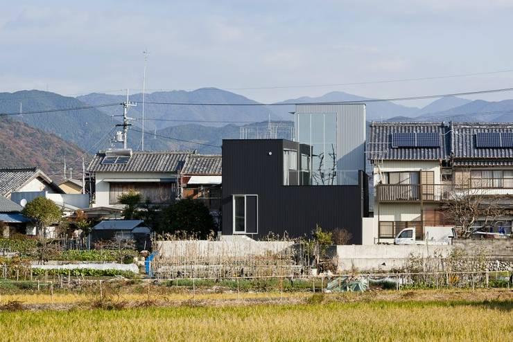 奈半利のコートハウス: 有限会社 橋本設計室が手掛けた家です。