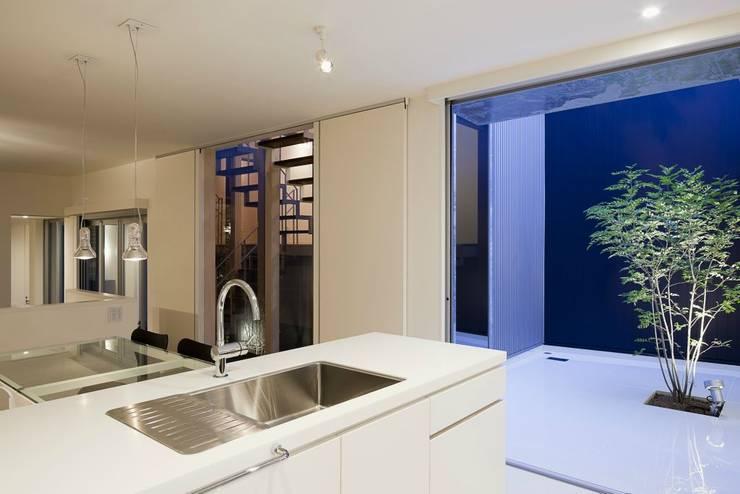 奈半利のコートハウス: 有限会社 橋本設計室が手掛けたキッチンです。