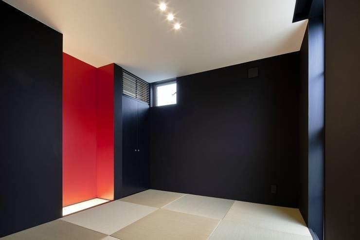 奈半利のコートハウス: 有限会社 橋本設計室が手掛けた和室です。