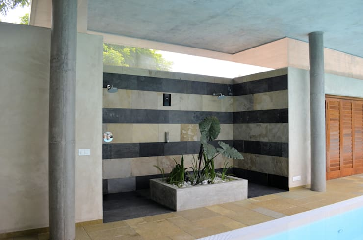 Shower Area:  Pool by C&M Architects,Modern