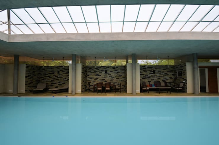 The Niches:  Pool by C&M Architects,Modern