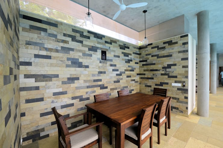 Dining Area:  Dining room by C&M Architects,Modern