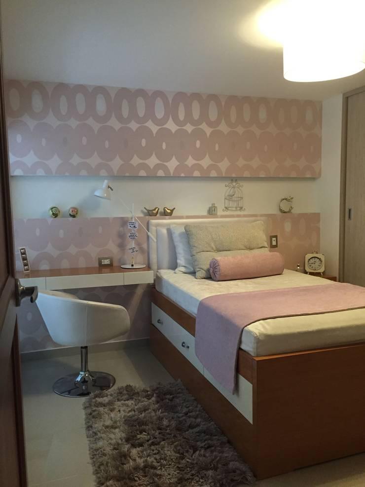 Habitación Jovencita en tonos Rosa: Habitaciones infantiles de estilo  por ea interiorismo