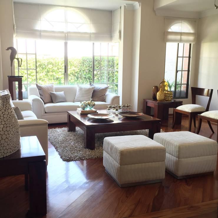 Sala en Casa en la Ciudad: Salas de estilo  por ea interiorismo, Ecléctico Madera Acabado en madera