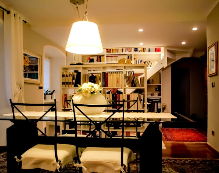casa di Laura e Robert: Soggiorno in stile in stile Eclettico di enrico girardi architetto