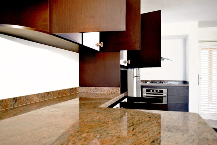 Optimus DMI - Wengue Las Trinitarias : Cocina de estilo  por OPTIMUS DMI