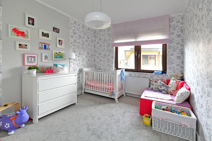 moderne Kinderkamer door Marchitektka