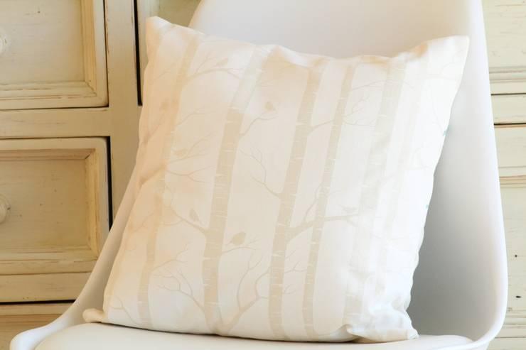 Birch in white Kissen:  Wohnzimmer von Koala Designs