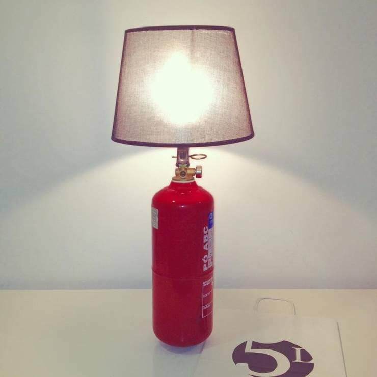 Candeeiro de extintor: Sala de estar  por 5L.CincoLitros
