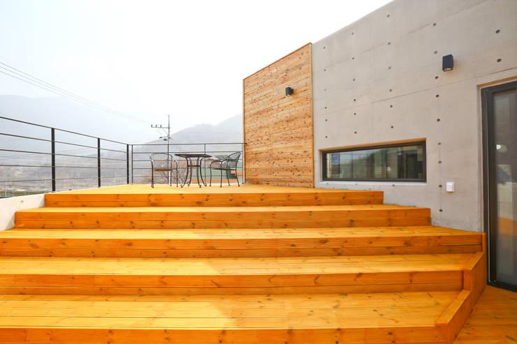 우리가족에게 전원주택이란, : 한글주택(주)의  베란다