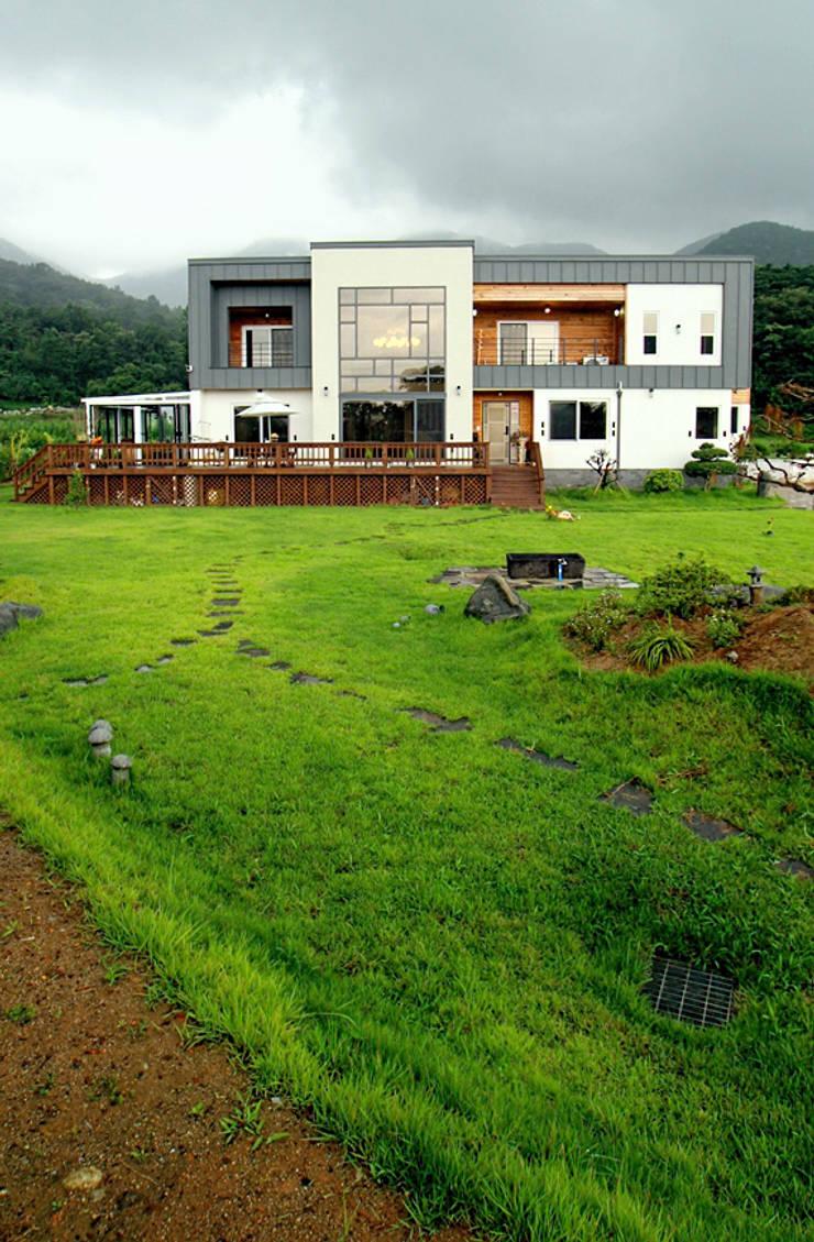 Casas modernas de 엔디하임 - ndhaim Moderno