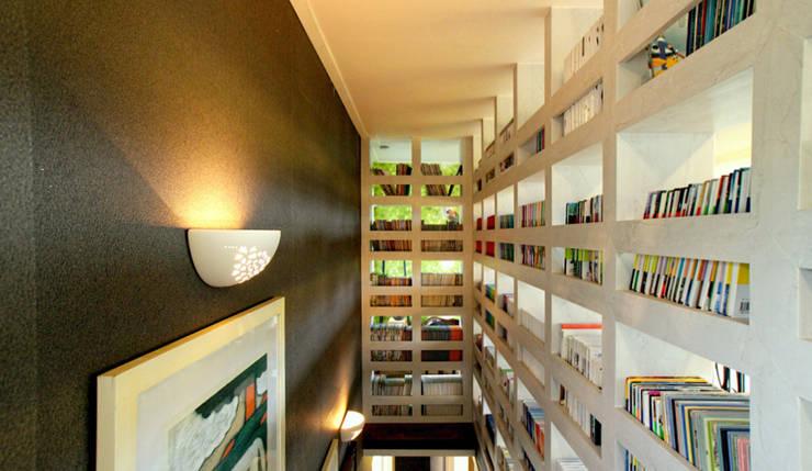 내부 인테리어 - 계단실: 엔디하임 - ndhaim의  복도 & 현관