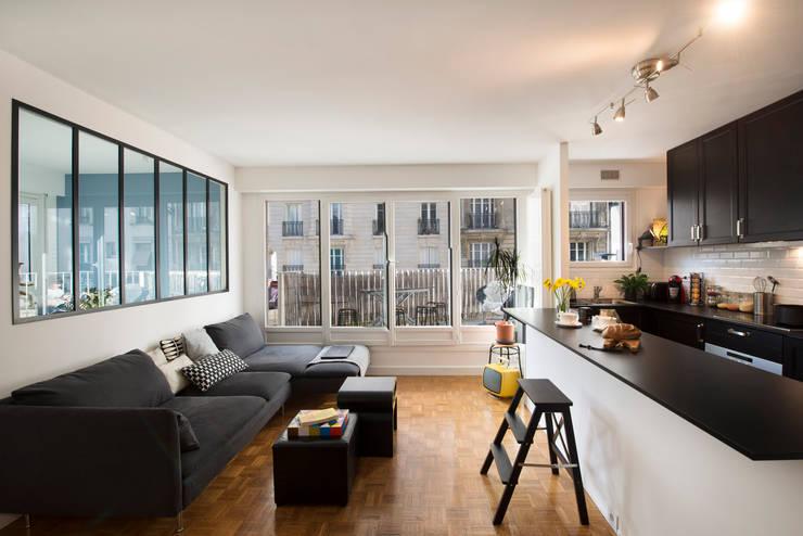 37m2 repensé comme un mini loft: Salon de style  par Alguma Coisa Design