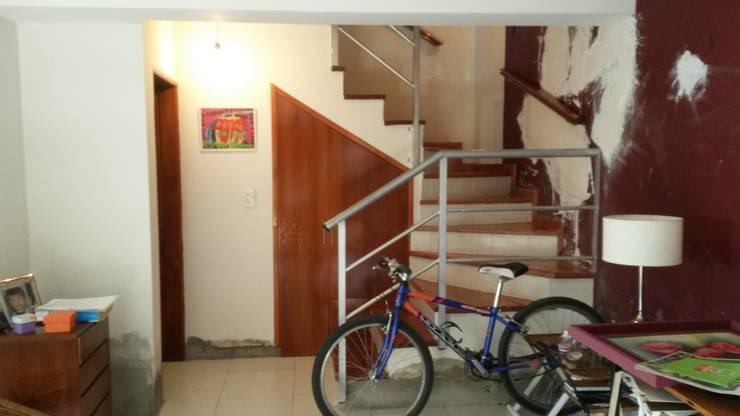 Duplex – Altos del Suquía: Livings de estilo  por ER Design.    @eugeriveraERdesign