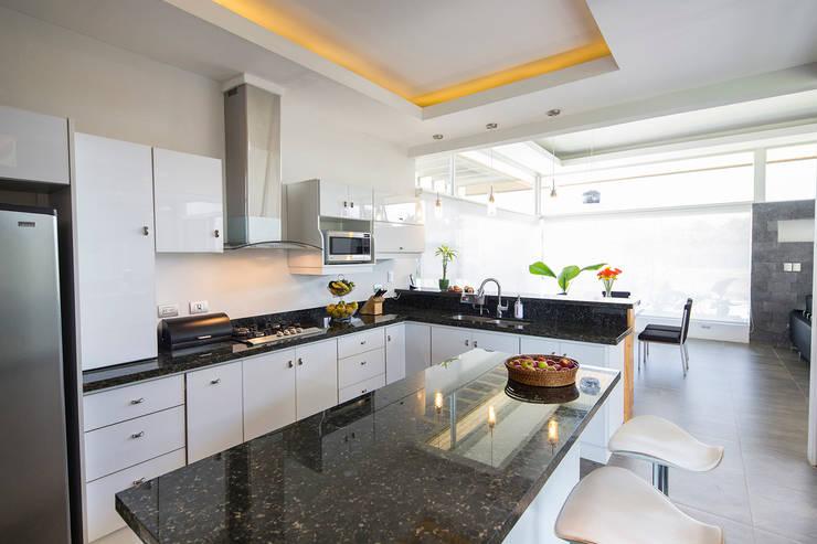 Cozinhas modernas por J-M arquitectura